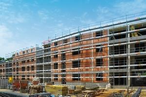 Unipor-Ziegelwände für eine platzsparende Bauweise: Der kleinere der beiden Gebäudeblöcke umfasst 33 Wohnungen, die größere sogar 65.