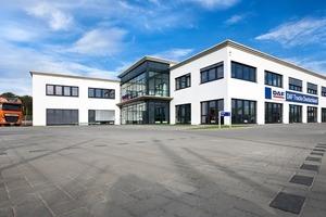 Unweit des Autobahnkreuzes Köln-West entstand die neue DAF-Deutschland-Zentrale in Frechen bei Köln. &nbsp;Sie bietet mit 1800 qm Nutzfläche Platz für rund 80 Mitarbeiter<br />