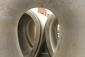 """Die Rohre wurden von der Berding Beton GmbH nach den <span class=""""bildunterschrift_hervorgehoben"""">Qualitätsrichtlinien</span> der Fachvereinigung Betonrohre und Stahlbetonrohre e.V. (FBS) gefertigt<br />"""