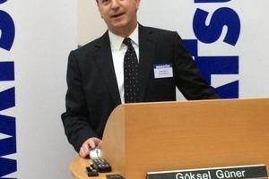 Gastgeber und Geschäftsführer der Komatsu Hamonag GmbH Göksel Güner berichtet der Presse.