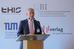 """Dr. Matthias Jacob, Technischer Geschäftsführer des Gesamtsiegers Wolff & Müller, beschrieb in seinem Vortrag den erfolgreichen Weg seines Unternehmens: """"Wir setzen auf Qualität, auf Prozessorientierung, auf Nachhaltigkeit und in Zukunft verstärkt auf Digitalisierung."""""""