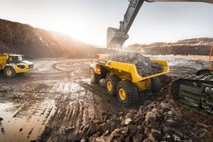 Der Volvo-Dumper A60H bietet die enorme Nutzlast von 55 metrischen Tonnen. (Bild: Volvo Construction Equipment)