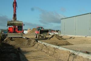 """Betriebserweiterung im Jahr 2010 mit ca. 12 000 m² Hallendachfläche und ca. 1650 m² asphaltierter Oberfläche<span class=""""bildunterschrift_hervorgehoben"""">Foto: König</span><br />"""