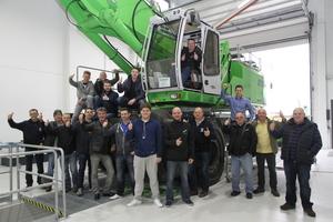 Gemeinsam bildeten sich 17 Teilnehmer der britischen Forth Ports und dem Vertriebs- und Servicepartner Hassell & Sons während des 3-tägigen Endkunden Trainings in der Sennebogen Akademie weiter.
