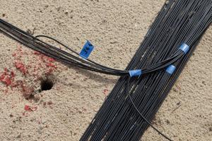 Kabelstrang: In der Ausgleichsschicht unterhalb der KDB liegt ein Sammelstrang der Kabel für die Sensoren des Dichtungskontrollsystems<br />