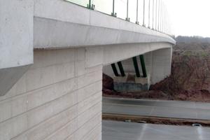 Bei den weißen Brücken wurde Sichtbetonklasse IV gefordert