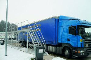 """Sicherheit auf Bayerns Straßen: Lkw-Fahrer können ihre Fahrzeuge an der Enteisungsanlage """"Hochfelln-Nord"""" von Schnee und Eis befreien<span class=""""bildunterschrift_hervorgehoben"""">Foto: Günzburger Steigtechnik</span>"""